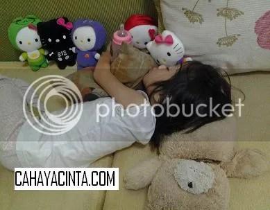 Hello Kitty kecil teman main-main sebelum tidur