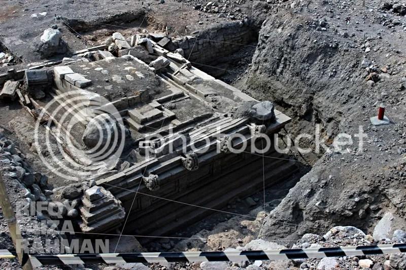 Salah satu bangunan candi Liyangan yang ditemukan