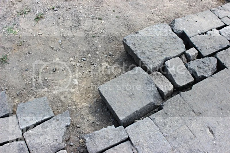 Batu-batu penyusun candi