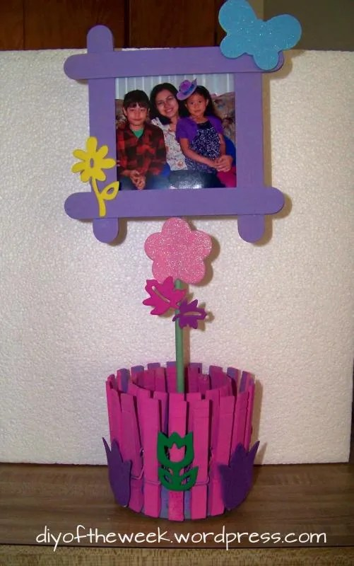 photo holder, clothespin photo holder, tuna can photo holder, repurposed tuna can, repurposed clothespin, craft sticks craft, mother's day diy