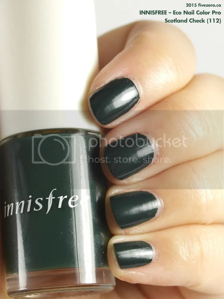 Innisfree Eco Nail Color Pro in Scotland Check, swatch