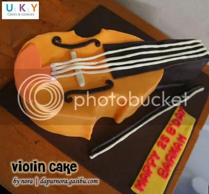 violin biola cake bandung