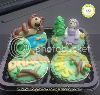 cupcake masha bear bandung