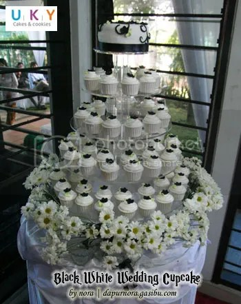 black white wedding cupcake bandung
