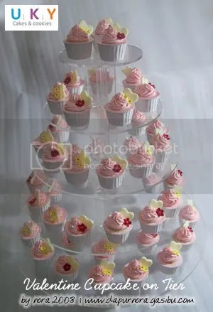 wedding cupcake