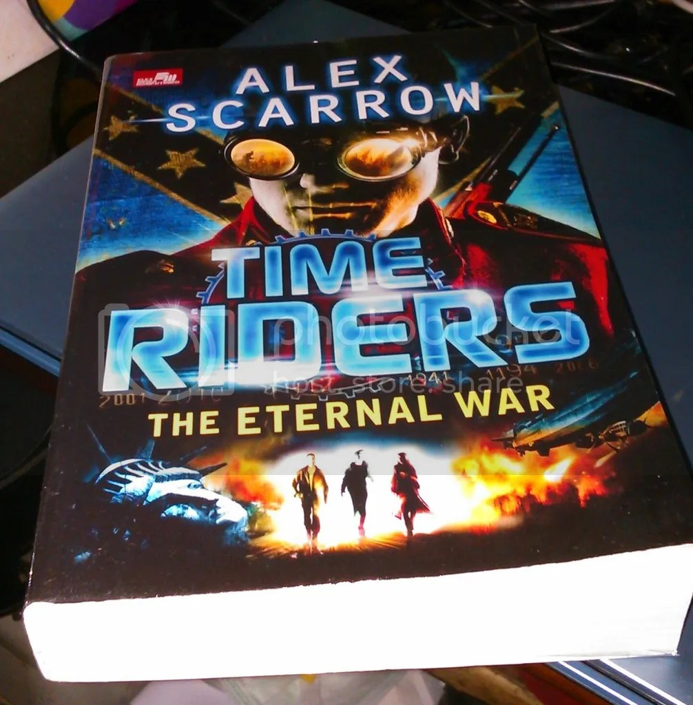photo the_eternal_war_by_alex_scarrow_zpsztiogugu.jpg