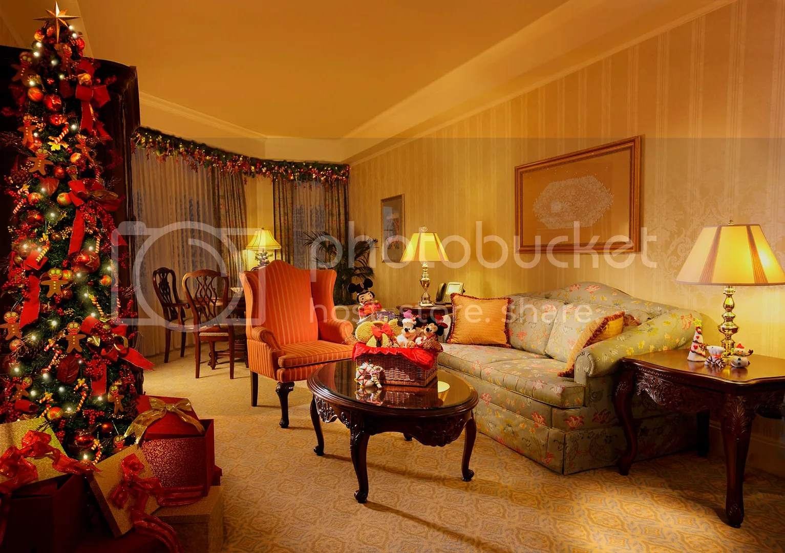 Christmas-themed Hotel Rooms