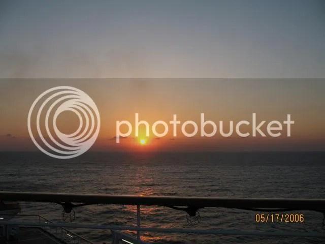 https://i0.wp.com/i86.photobucket.com/albums/k88/suonglam_2006/Dulich2006%20CarnivalEcstacy/IMG_0335.jpg