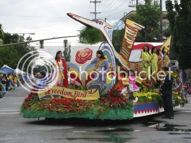 https://i0.wp.com/i86.photobucket.com/albums/k88/suonglam_2006/Portland-OR/800px-Vietcommunity_rose_festival_02.jpg