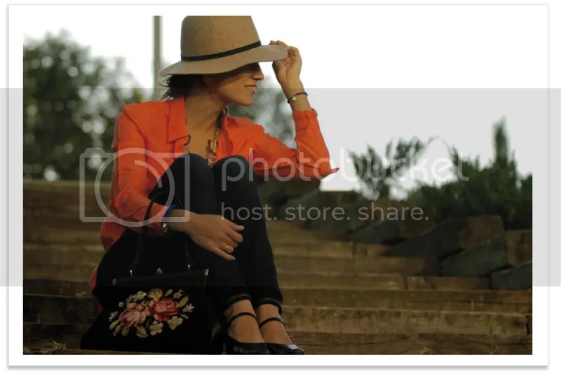 balamoda-sombrero-mango-camisa-naranja 7