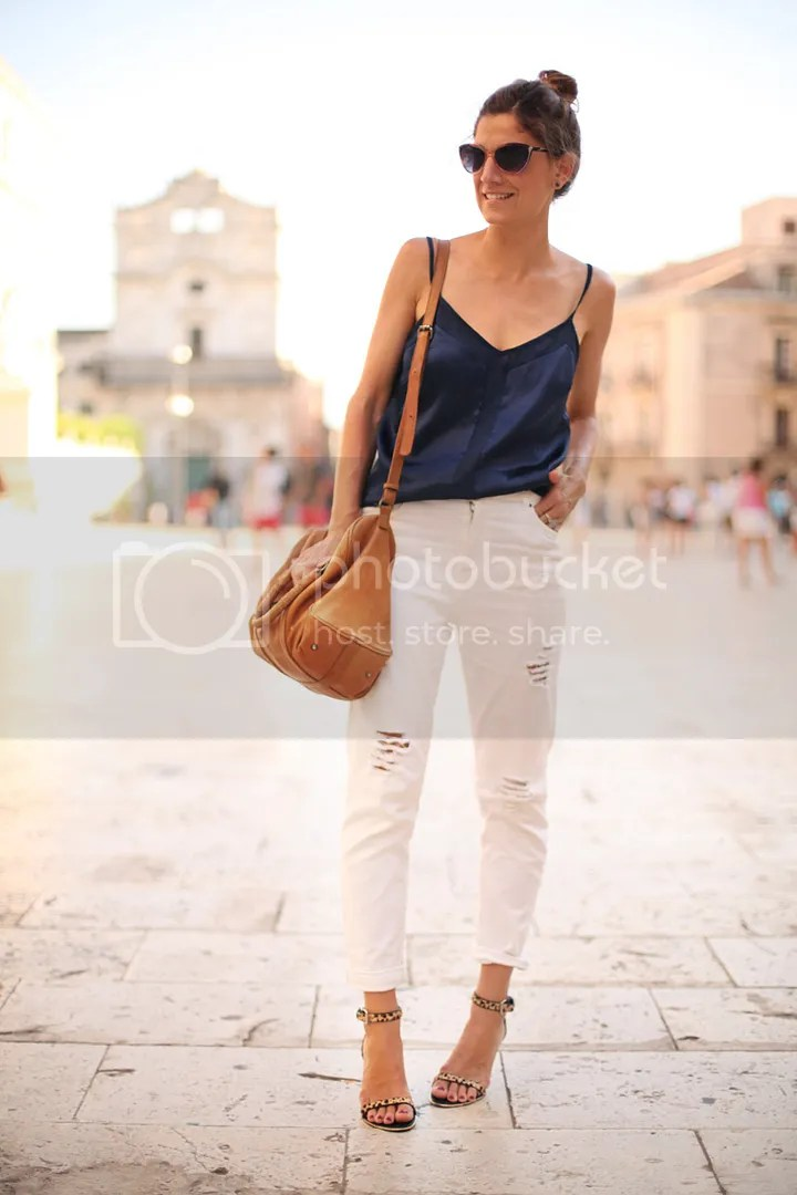photo white_pants-blue_top-streetstyle-balamoda43_zpsb59c9b06.jpg