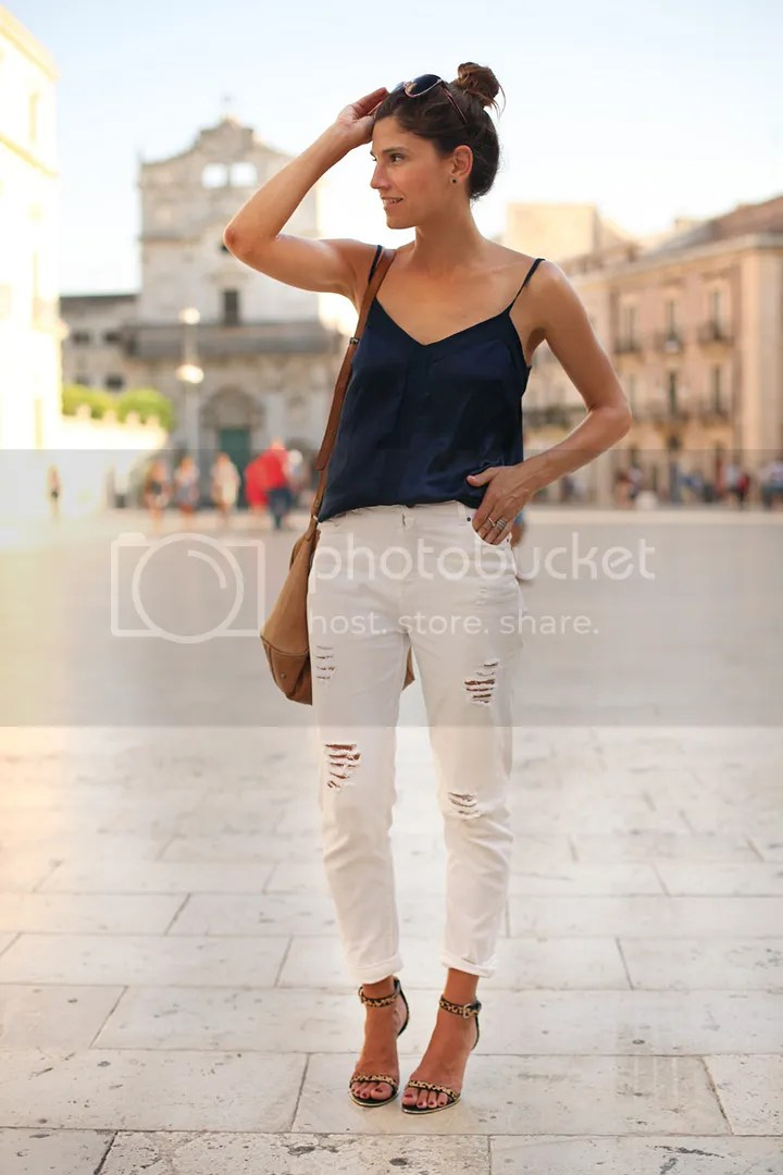photo white_pants-blue_top-streetstyle-balamoda54_zps6e56eb6b.jpg