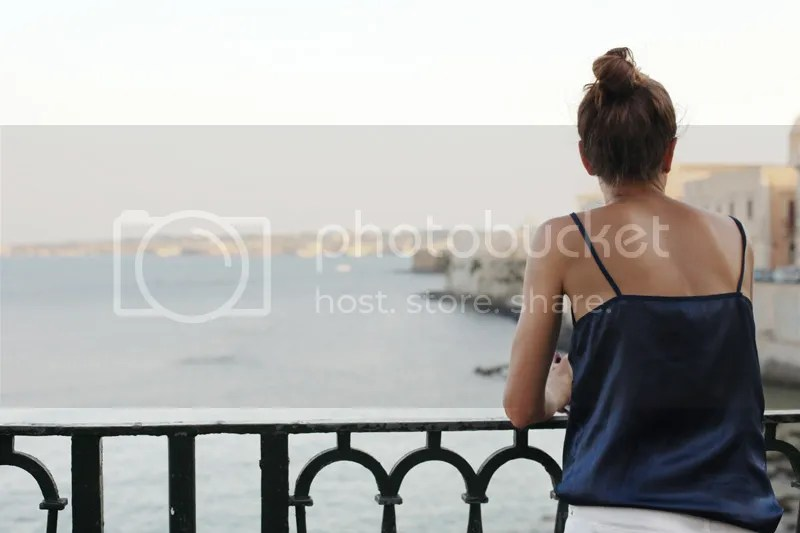 photo white_pants-blue_top-streetstyle-balamoda59_zps7886ab6c.jpg