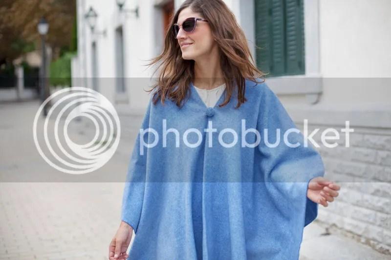 photo blue_poncho-poncho_trend-streetstyle-balamoda10_zps8da1a384.jpg