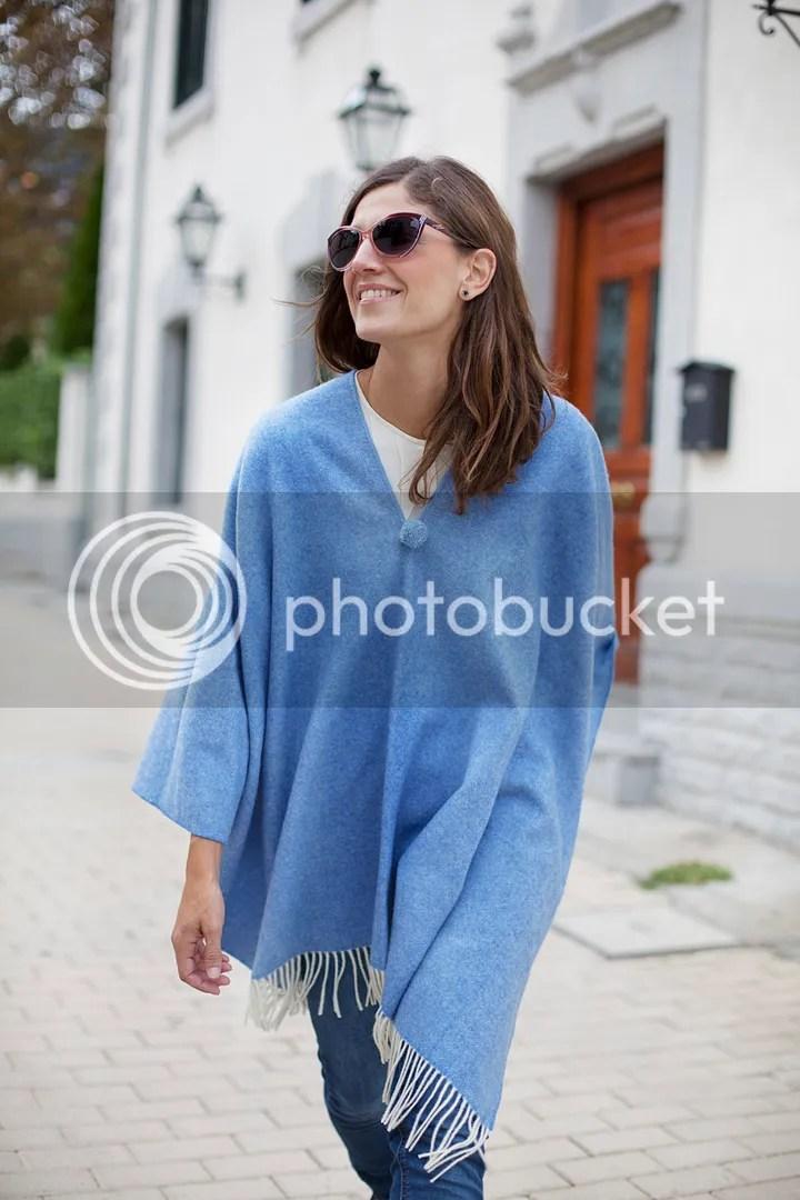 photo blue_poncho-poncho_trend-streetstyle-balamoda12_zps595f3ca5.jpg