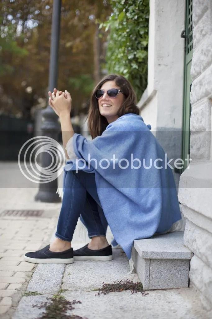 photo blue_poncho-poncho_trend-streetstyle-balamoda18_zps9757b148.jpg