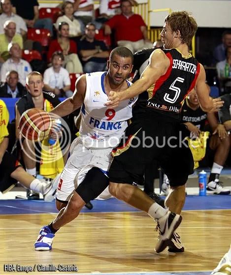 Parker deu a vitória a seleção francesa anotando os últimos 11 pontos do time na partida (Foto por FIBA Europe/Ciamillo - Castoria)