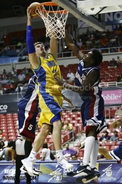 Splitter conseguiu mais uma partida sólida na Copa América (Foto por José Jiménez/FIBA)