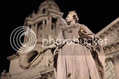 queen anne statue st paul's london 2