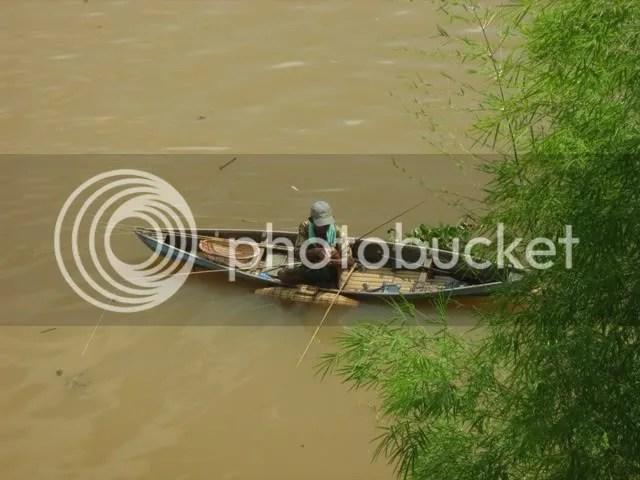 mancing di sungai