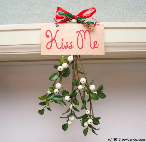 "Sew Fabulously Festive ""kiss "" Hanging"