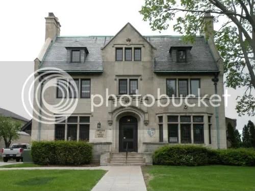 Tudor style college-home