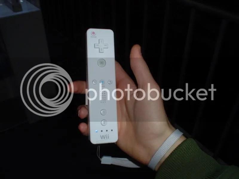 Mis Manos Con El Control de Nintendo Wii