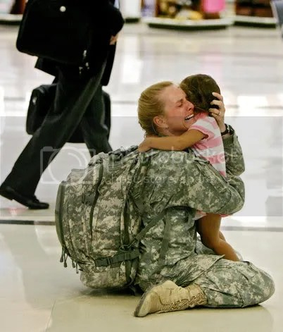 SoldierMom.jpg soldier hug image by CyberBlondeY2K