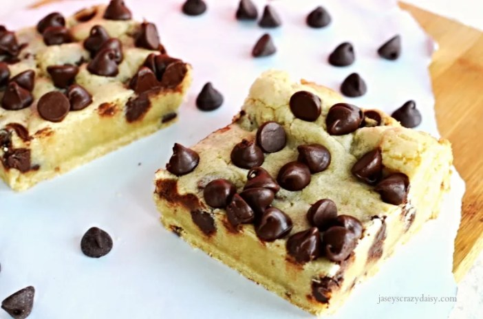 Delicious Chocolate Chip Cookie Bars