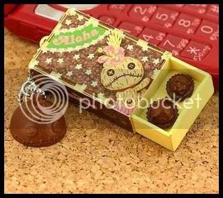 #LS013 - Scrump Choc. Macadamia Nut Keychain - S$22.00