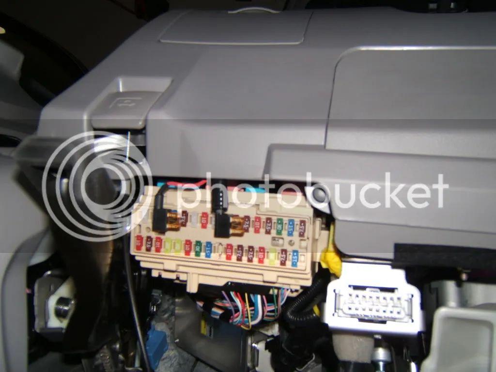 2007 jeep compass fuse box location