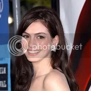 Anne Hathaway Louis Lane