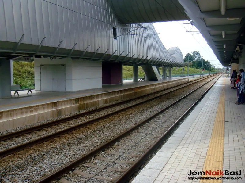 The platform area at Salak Tinggi Station.
