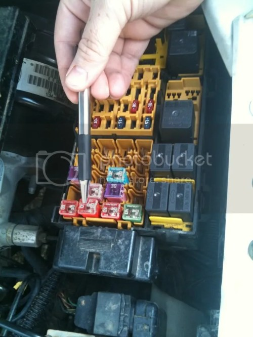 small resolution of 2001 ford explorer sport trac fuse diagram under hood