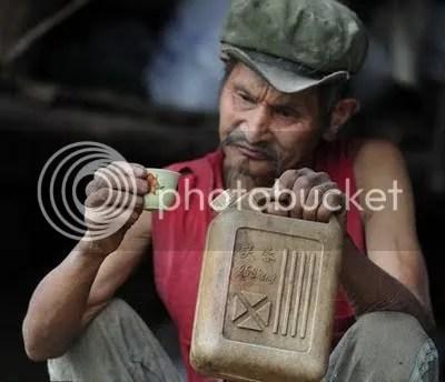 Selama 42 Tahun Pria ini Minumannya Bensin