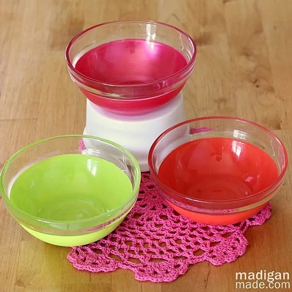 easy painted glass bowls in citrus colors