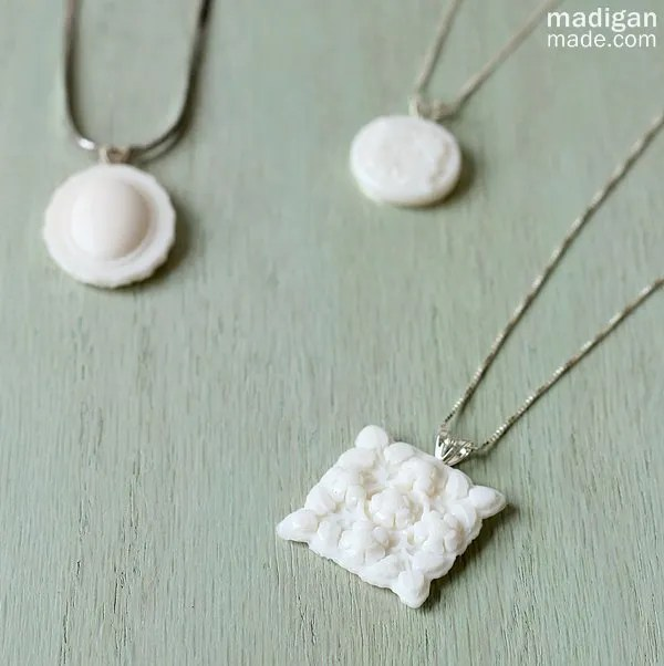 DIY milkglass necklace