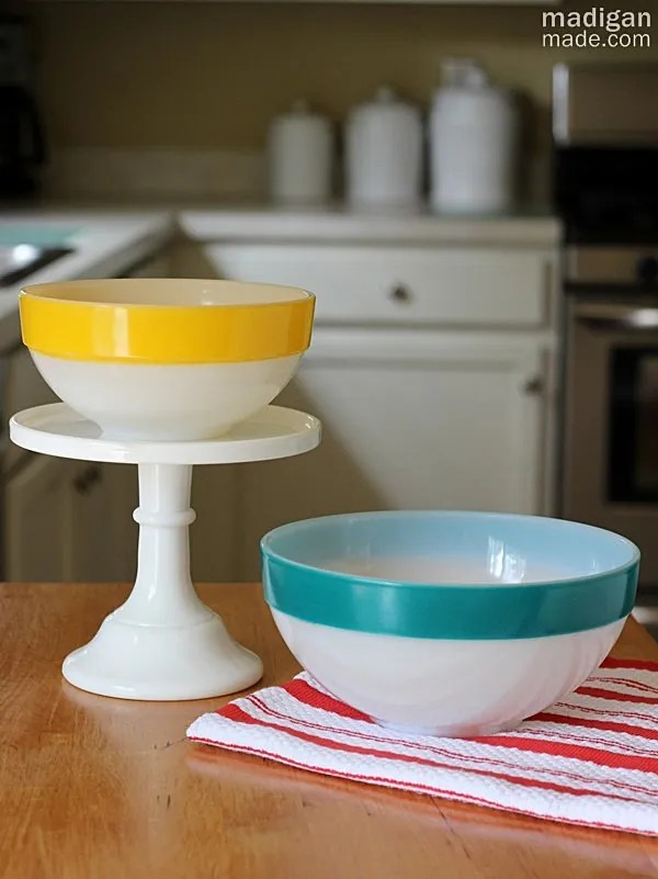 vintage pyrex mixing bowls with stripes around the rim