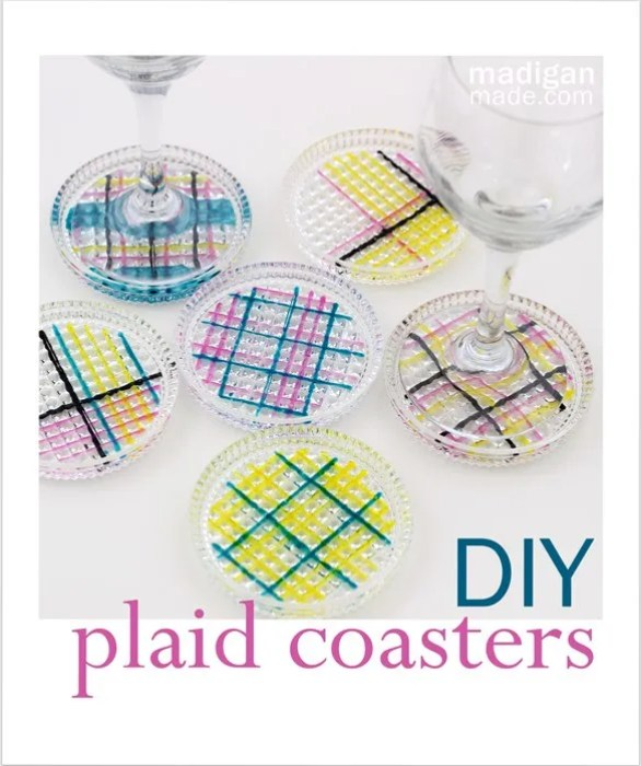 A simple way to make plaid painted glass coasters