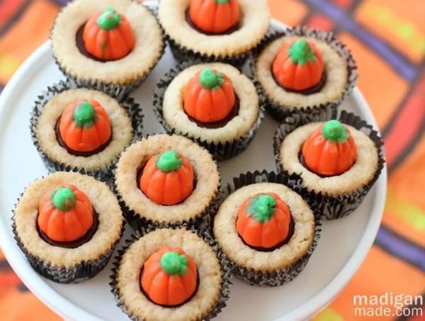 Pumpkin patch mini cookie cupcakes - madiganmade.com