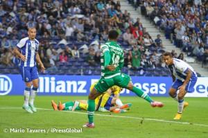 Carrillo encosta para o terceiro golo leonino