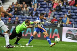 André Silva passou por Mika e fez o 4-0