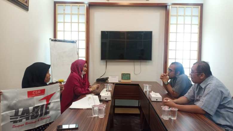 AKSI SOSIAL IABIE: Kerjasama dengan Lembaga IZI