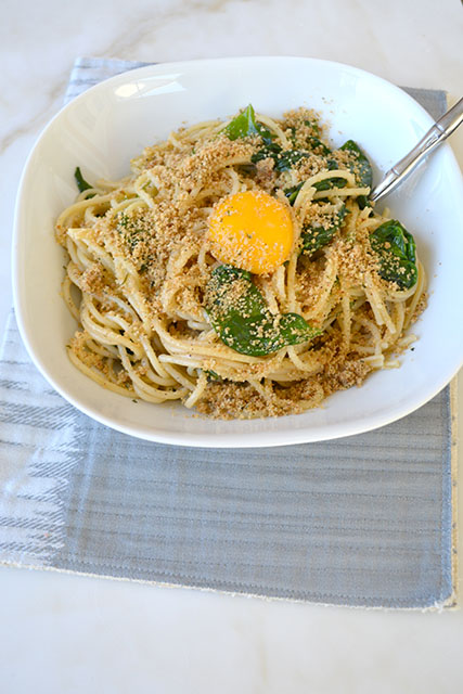 pasta-with-sauteed-spinach-and-a-yolk-on-top_04