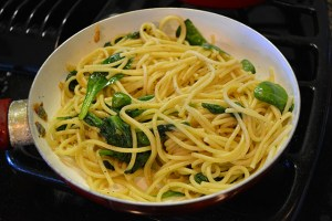 pasta-with-sauteed-spinach-and-a-yolk-on-top_08