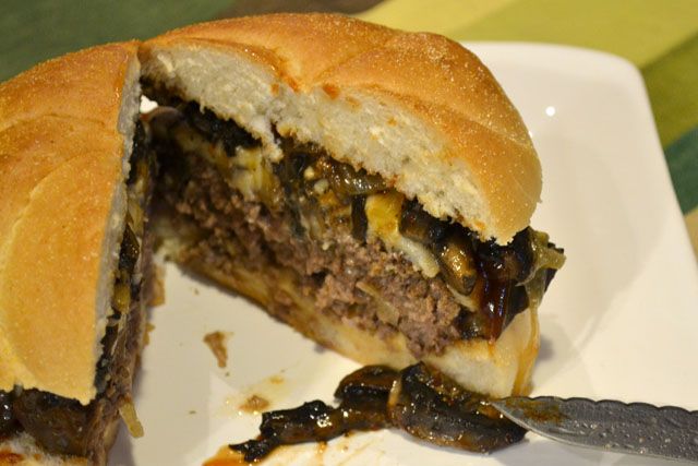 Philly Cheesesteak Burger_09