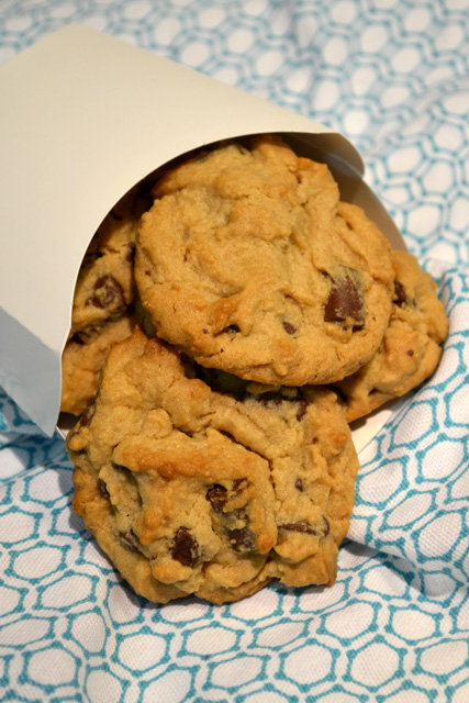 Low Carb Peanut Butter Chocolate Chunk Cookies