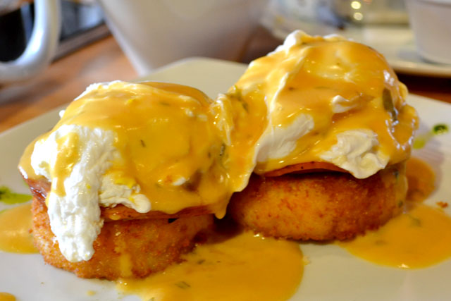 Tip Tap Room_Eggs Benedict_01