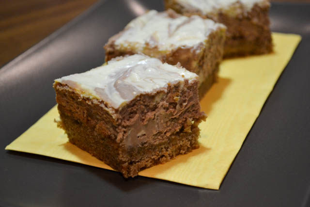 Swirly Cheesecake Bars-1
