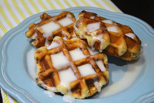 Cinnamon Roll Waffles_03